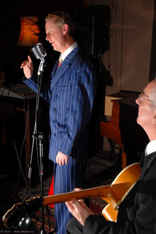 Greg Poppleton Sydney's Only 1920s and 1930s Singer accompanied by Grahame Conlon (g) at the Victoria Room, Darlinghurst