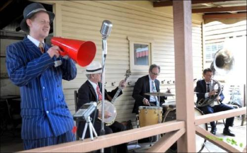 Greg Poppleton and his 1920s Megaphone with Bakelite Broadcasters Grahame Conlon (banjo) Geoff Power (sousaphone) Lawrie Thompson (drums)