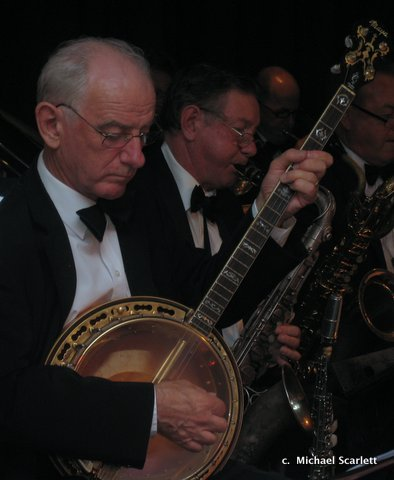 Grahame Conlon on Banjo with Paul Furniss, Sax