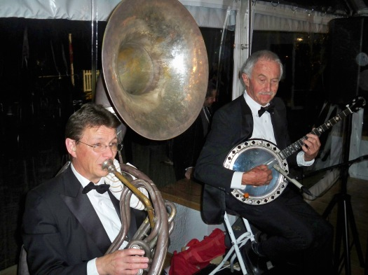 Geoff Power on sousaphone and Paul Baker, banjo