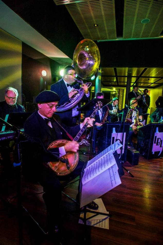 Grahame Conlon banjo, Rod Herbert sousaphone, Tony Gardner piano in the foreground in The Lounge Bar Lotharios