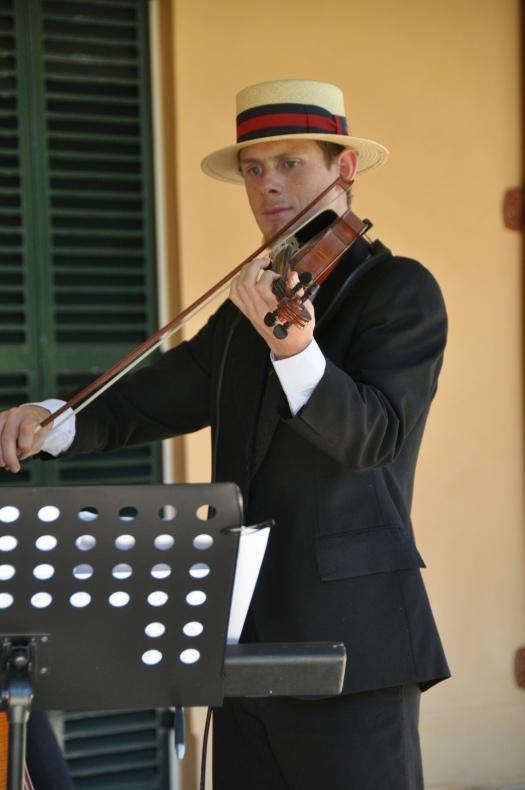 Sen Craine - violin