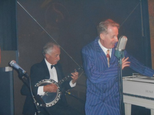 Greg Poppleton is Sydney's only authentic 1920s and 1930s singer. He's listened solely to 1920s-30s jazz ands swing since childhood. He is vocally trained by Mr Continental Baths, the man who discovered Bette Midler, Steve Ostrow.