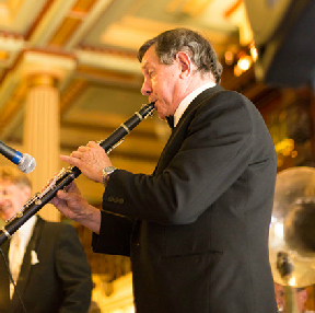Paul Furniss, clarinet and saxes with  Greg Poppleton and the Bakelite Broadcasters