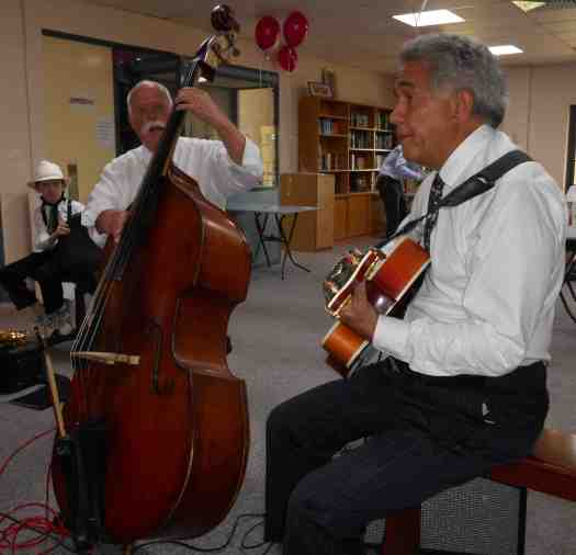 Darcy Wright on double bass and Chuck Morgan, guitar