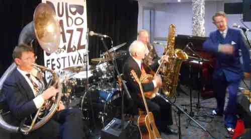 Greg Poppleton and the bakelite Broadcasters playing hot jazz for jazz fans and dancers at the 2014 Dubbo Jazz Festival