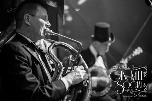 Geoff also provides the 1920s rhythm to Greg poppleton and the bakelite Broadcasters on sousaphone. That's Paul Baker on a very rare, handmade, jewel encrusted banjo.