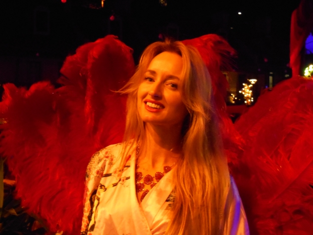 Penny, the amazing fan dancer