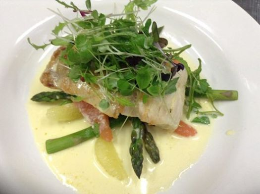 I had Pan Fried Salmon with asparagus, pak choy & mango salsa verde for lunch on Sunday. It was superb!
