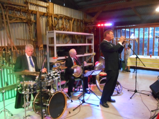 Geoff Power, trumpet solo on Hindustan, with Greg Poppleton and the Bakelite Broadcasters. Bob Gillespie (ex Maynard Ferguson and Glenn Miller on drums, Grahame Conlon ex Ricky May and Billy Fields in banjo.)