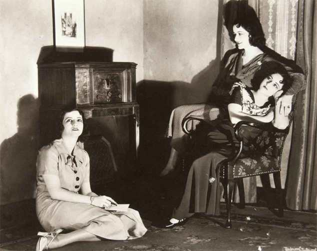 Boswell Sisters pose in front of the wireless