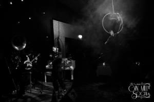 Greg Poppleton and the Bakelite Broadcasters serenade Missy high on the hoop. In the band, Greg Poppleton 1920s singer, Geoff Power sousaphone and trumpet, Paul Baker banjo.