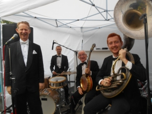 Greg Poppleton and the Bakelite Broadcasters playing authentic 1920s hot jazz at an exclusive backyard Birthday Party.
