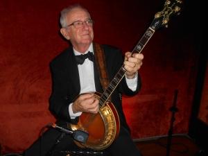 Grahame Conlon doubling banjo and guitar