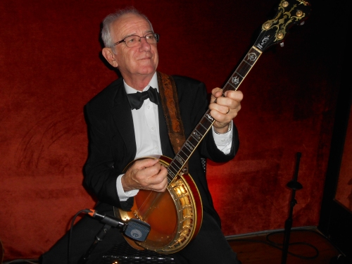 Grahame Conlon doubling banjo and guitar
