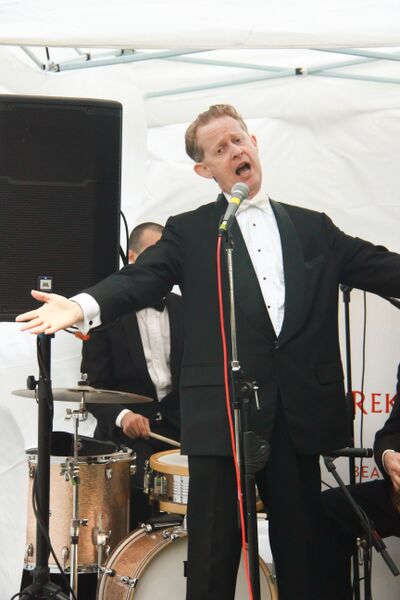 Greg Poppleton is a genuine, authentic 1920s - 1930s singer and band leader based in Sydney.