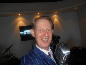 Greg Poppleton - authentic 1920s - 1930s singer. The audience called out 'Cheese' on the count of three and a selfie was born!