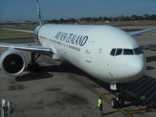 Greg Poppleton and the Bakelite Broadcasters' plane at Sydney Airport