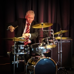 Bob Gillespie, formerly with Maynard Ferguson's English Orchestra, the Glenn Miller Orchestra and Lovelace Watkins also sat in on Alex' drums for the third set.