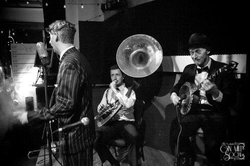 Greg Poppleton and the Bakelite Broadcasters with Greg Poppleton 1920s vocals, Greg Chilcott sousaphone and Paul Baker banjo.