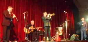 Paul Furniss on clarinet, Grahame Conlon guitar and Geoff Power trumpet solo on Hindustan