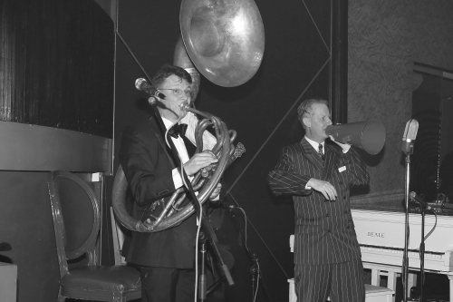 Greg Poppleton 1920s singer and sousaphone