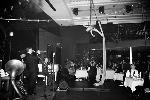 Missy on the ribbons with Greg Poppleton and the Bakelite Broadcasters playing Hindustan. Geoff Power on trumpet.