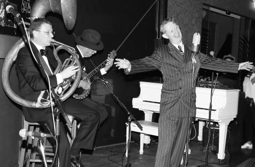 Greg Poppleton, Australia's only authentic 1920s - 1930s singer, with his Bakelite Broadcasters at the Gin Mill Social.