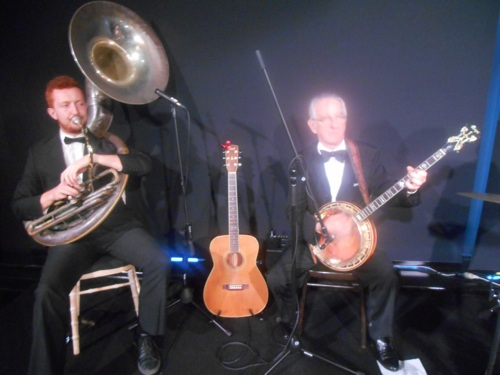 greg-chilcott-sousaphone-grahame-conlon-banjo-and-guitar