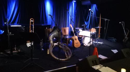 jazz-club-instruments-1920s-singer-greg-poppleton
