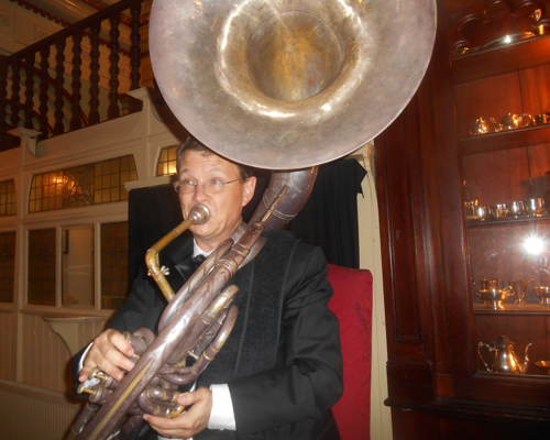 Geoff Power gets that real 1920s dancing beat on the sousaphone.