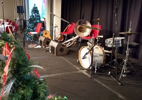 The Greg Poppleton band instruments on stage and sound-checked ready for the show.