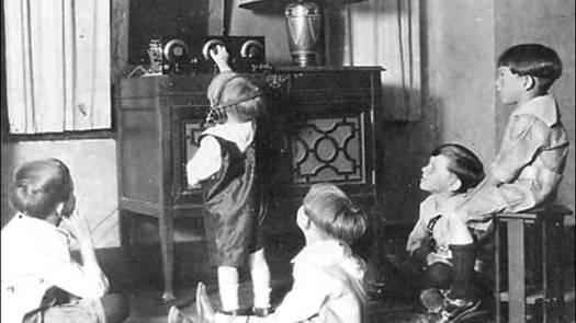 1920s radio set