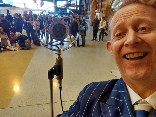 Greg Poppleton, authentic 1920s-30s singer with his 1920s microphone and the wonderful audience