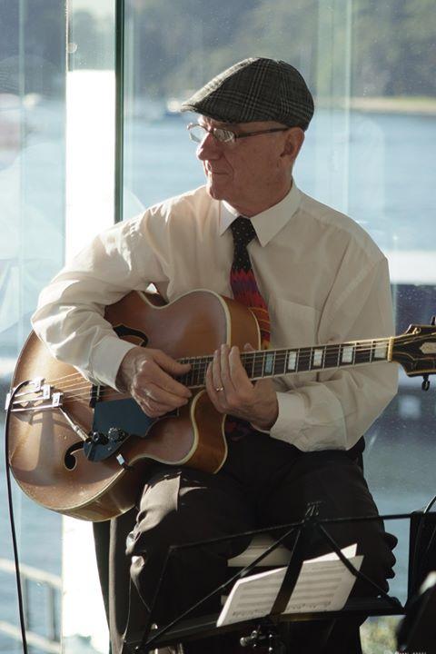 Grahame Conlon guitar doubling banjo