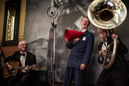 Greg Poppleton 1920s - 1930s swing jazz trio: vocals, banjo, sousaphone