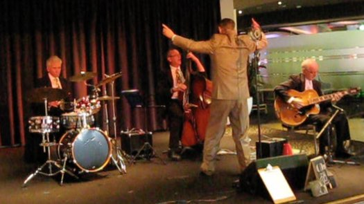 1920s-30s singer Greg Poppleton conducts the band: Grahame Conlon guitar and banjo, Dave Clayton double bass and Bob Gillespie drums.