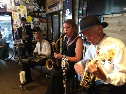 Greg Poppleton band at Unanderra Hotel: Damon Poppleton alto sax, Adam Barnard washboard, Richelle Booth bari sax and clarinet, Paul Baker banjo.