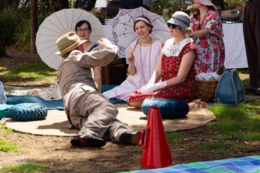 greg poppleton sings 1920s songs at deco park picnic